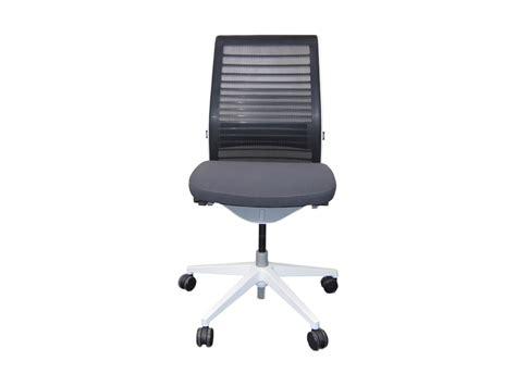 le bureau v2 fauteuil steelcase think v2 modèle d 39 expo adopte un bureau