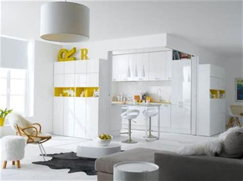 cuisine blanche et jaune la cuisine blanche confirme style de déco tendance