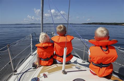 Boat Safety Jackets by Tips For Better Boating With Children Guideadvisor