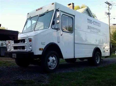 Chevrolet P30 (1988)  Van  Box Trucks