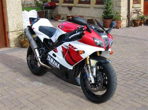Yamaha R7 by Yamaha R7