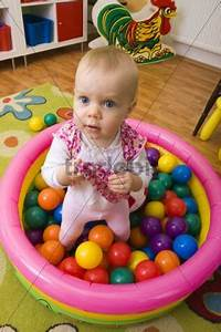 Baby Mit 1 Jahr : spielendes kleinkind 1 jahr alt runterladen leute ~ Markanthonyermac.com Haus und Dekorationen