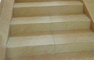 Teppich Auf Fliesen : teppich auf einer treppe verlegen so wird 39 s gemacht ~ Eleganceandgraceweddings.com Haus und Dekorationen