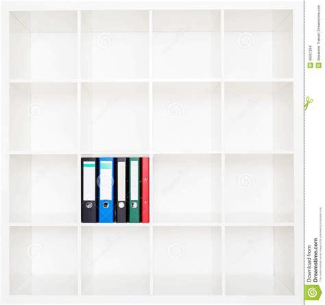 Stanti Da Ufficio cartelle di archivio stanti sugli scaffali all ufficio