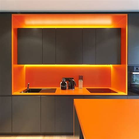 cuisine orange et gris dix idées pour mettre de la couleur dans sa cuisine