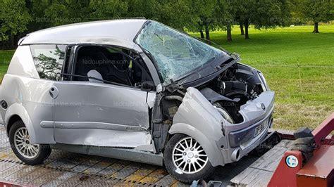 voiture 3 si es b savoie la voiture sans permis s encastre dans un