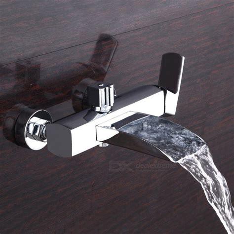koperen badkuip koperen waterval muurbevestiging badkraan met douchekop