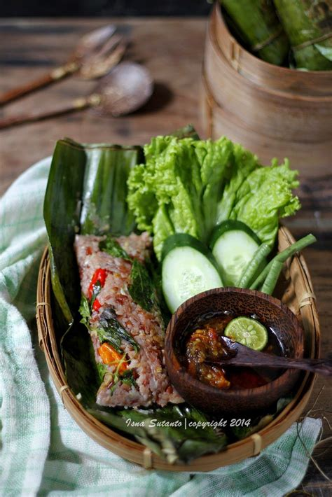 Tambahkan irisan daun bawang dan seledri. NASI BAKAR TERI MERAH PUTIH | Penyajian makanan, Ide makanan, Resep masakan asia