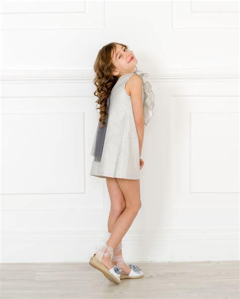 Outfit Vestido Evasu00e9 Doble Volante Gris Plata u0026 Lazo Tul - Outfits | Missbaby