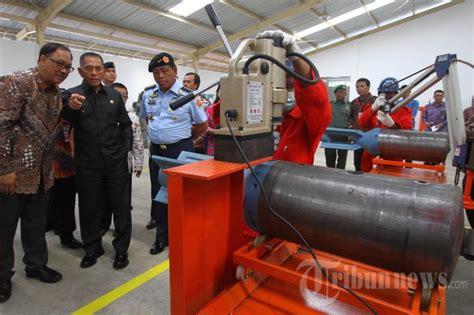 menteri pertahanan kunjungi pabrik pembuatan bom  malang
