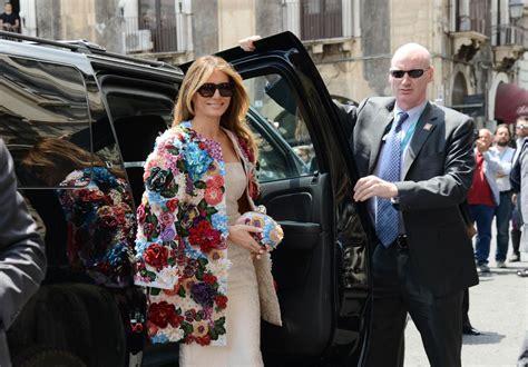 Мелания Трамп в пальто Dolce&Gabbana на саммите G7