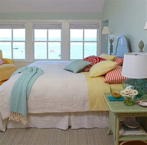 blue and yellow bedroom decorating with a triadic color scheme in the bedroom 4801