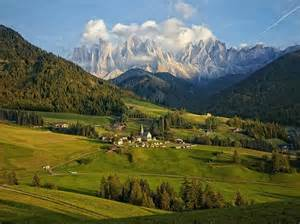picture of dolomite mountain range italy