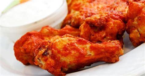 Konon kenikmatannya berasal dari berbagai macam rempah yang meresap, serta kulit ayamnya yang renyah. Resep Ayam Crispy Bumbu Pedas - With Abdul