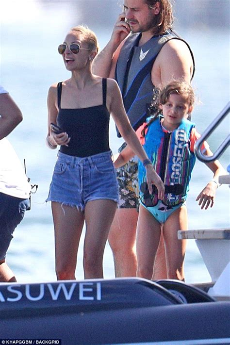 Boat Around Sydney by Makeup Free Nicole Richie Relaxes On A Boat With Her