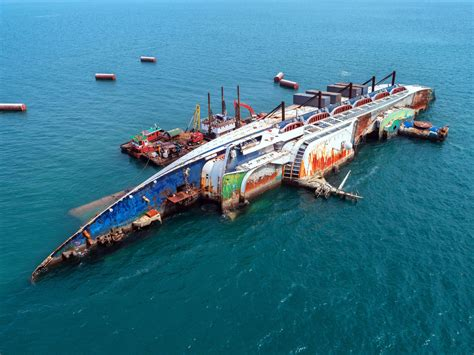 Boat Crashes In The Sea, Cruise Ship ,accident ,shipwreck