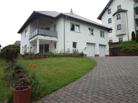 Freistehendes 2familienhaus Mit Garten Und Doppelgarage