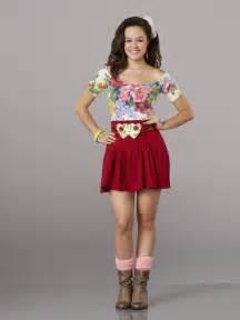 Halloween Wars Season 4 Cast by Hayley Orrantia As Erica Goldberg Jpg 700 215 935