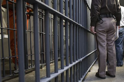 foto de Jail for woman who conspired to smuggle drugs into prison