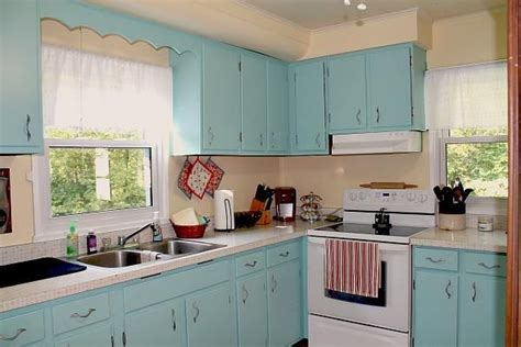 paintable kitchen cabinets best 25 redoing kitchen cabinets ideas on 1376