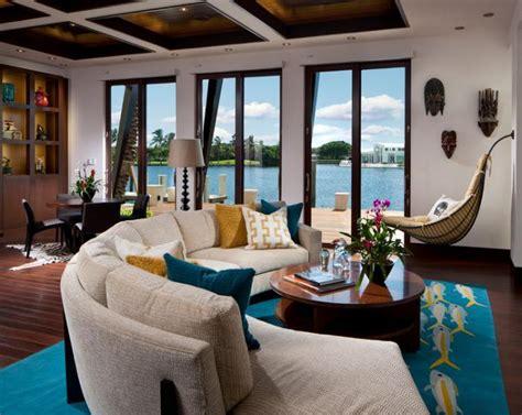 interieurs avec  canape arrondi  meuble pratique