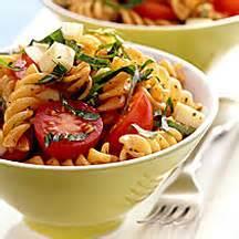 pates tomates cerises mozzarella salade de p 226 tes 224 la tomate au basilic et 224 la mozzarella fum 233 e recette weight watchers canada