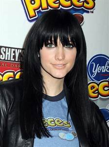 Ashlee Simpson Wentz goes back to black with a long ...