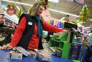 Jouet Du Moment Quick : vid o no l les toupies beyblade s arrachent dans les magasins le maine libre ~ Maxctalentgroup.com Avis de Voitures
