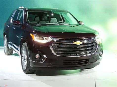 seat suv gebraucht 2018 chevy traverse is sized right to hit the three row suv bullseye