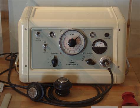 Siemens Konvulsator Iii (ect Machine).jpg