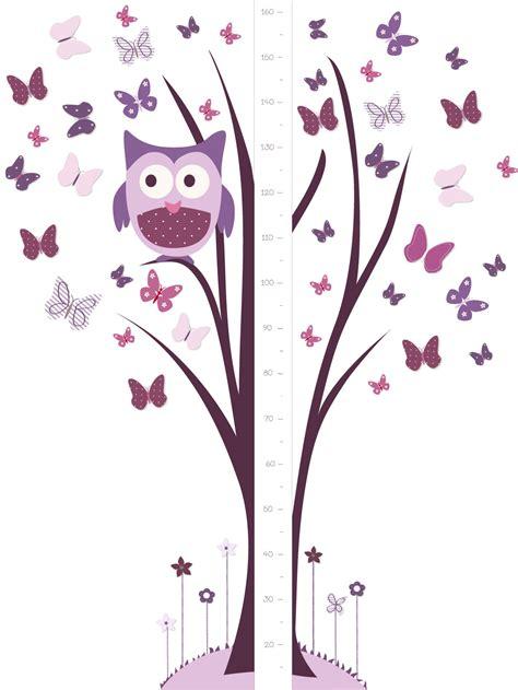 chambres bébé pas cher un sticker géant toise avec chouette perchée sur arbre et papillons et mauves
