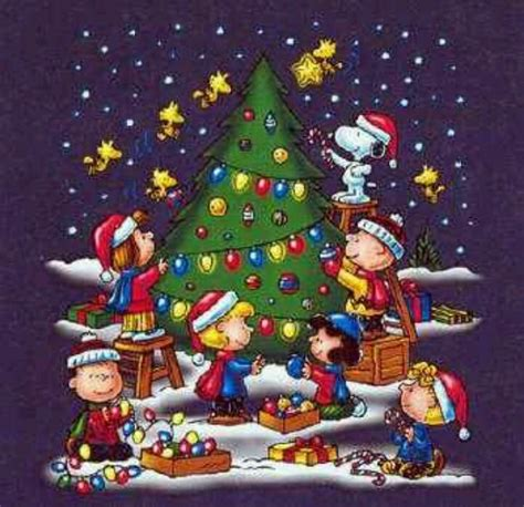 peanuts gang decorating  tree lucy peanuts pinterest