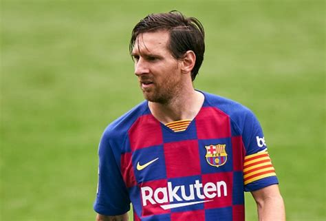 Reports: Lionel Messi Seen Ignoring Coach's Instructions