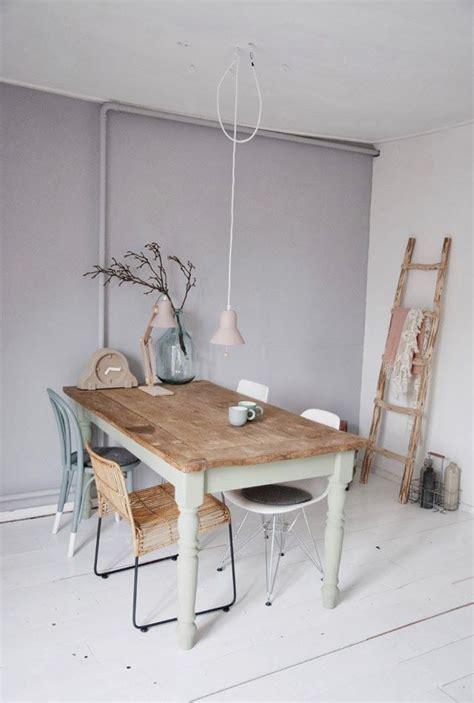 eettafel met verschillende stoelen  love  interior
