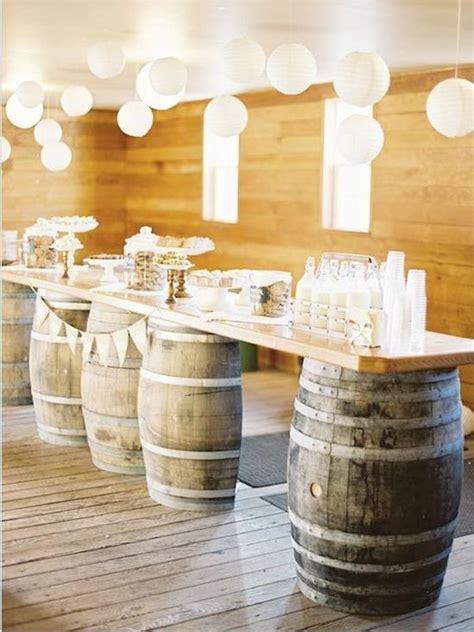 tonneau de vin decoration les 25 meilleures id 233 es concernant table de tonneau de vin sur table whiskey barrel
