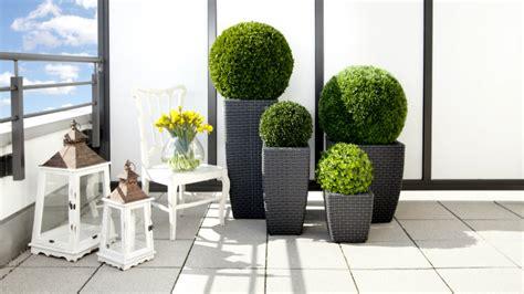 vasi da terrazzo in plastica dalani fioriere in pvc per un giardino chic e di stile