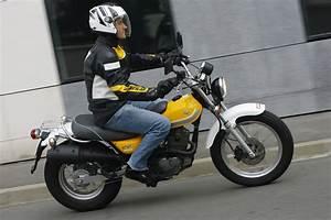 Moto Suzuki 125 : essai 125 suzuki 125 vanvan moto revue ~ Maxctalentgroup.com Avis de Voitures
