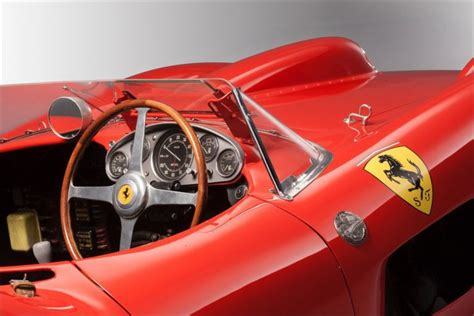 It had a v12 engine of 4,023.32 cc (245.518 cu in) and featured twin overhead camshafts, two valves per cylinder and six weber 44 dcn carburettors giving a maximum power of 390 horsepower at 7400 rpm. Ferrari 335S Spider Scaglietti 1957: pronta a battere il record di vendita all'asta FOTO