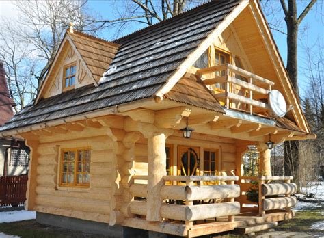 mini log cabins tiny log cabin even cuter on the inside 171 country living