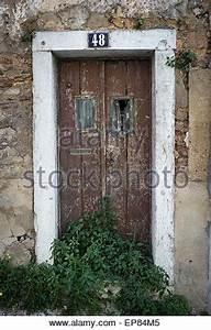 Altes Haus In Portugal Kaufen : alte holzt r mit der nummer am abend die textur und die ~ Lizthompson.info Haus und Dekorationen