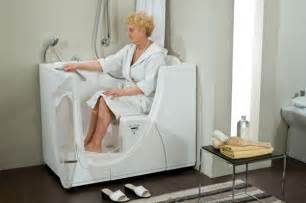 How To Bathe Without A Shower by Bathtubs For The Elderly And Disabled Disabled Bathroom