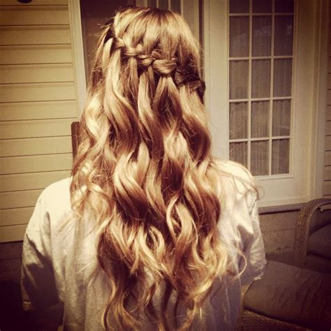 Party Hairstyles for Curly Hair   Hair World Magazine