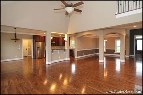 ways  style interior columns  wainscot