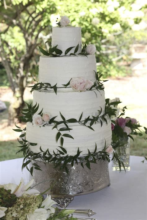 Simply Rustic Wedding Cake With Fresh Flowers