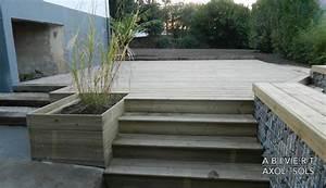 terrasse avec gazon synthetique 10 pose de terrasses With idee couleur escalier bois 10 pose de terrasses bois et composite