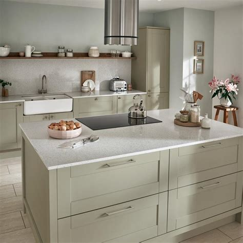fairford green kitchen fitted kitchens howdens