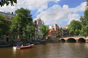 Häuser In Holland : auf amstel stadt kanal und historische h user in amsterdam niederlande holland ~ Watch28wear.com Haus und Dekorationen