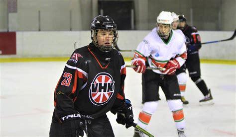 Valmieras hokejisti gadu noslēdz ar ceturto panākumu pēc ...