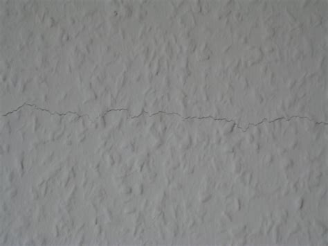 bau de forum ausbauarbeiten 11817 horizontaler riss in tapete mitten auf haustrennwand rh