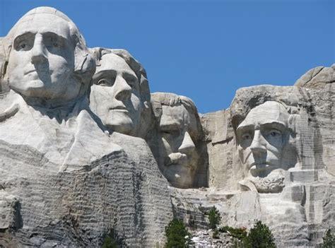 amazing colossal statues   world